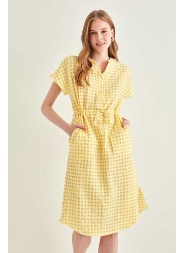 Vitrin Pötikare Desenli Belden Büzgülü Düşük Kol Elbise Sarı